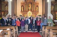 Die Ehejubilare gemeinsam mit Pfarrer Redelberger